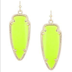 KENDRA SCOTT | SKYLAR arrow neon yellow earrings